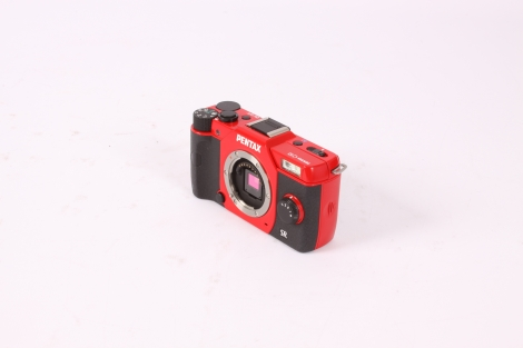 PENTAX Q10 RED WITH 5-15MM F/2.8-4.5 ED AL IF SILVER (40.5) DIGITAL CAMERA {12.4 M/P} Image 1